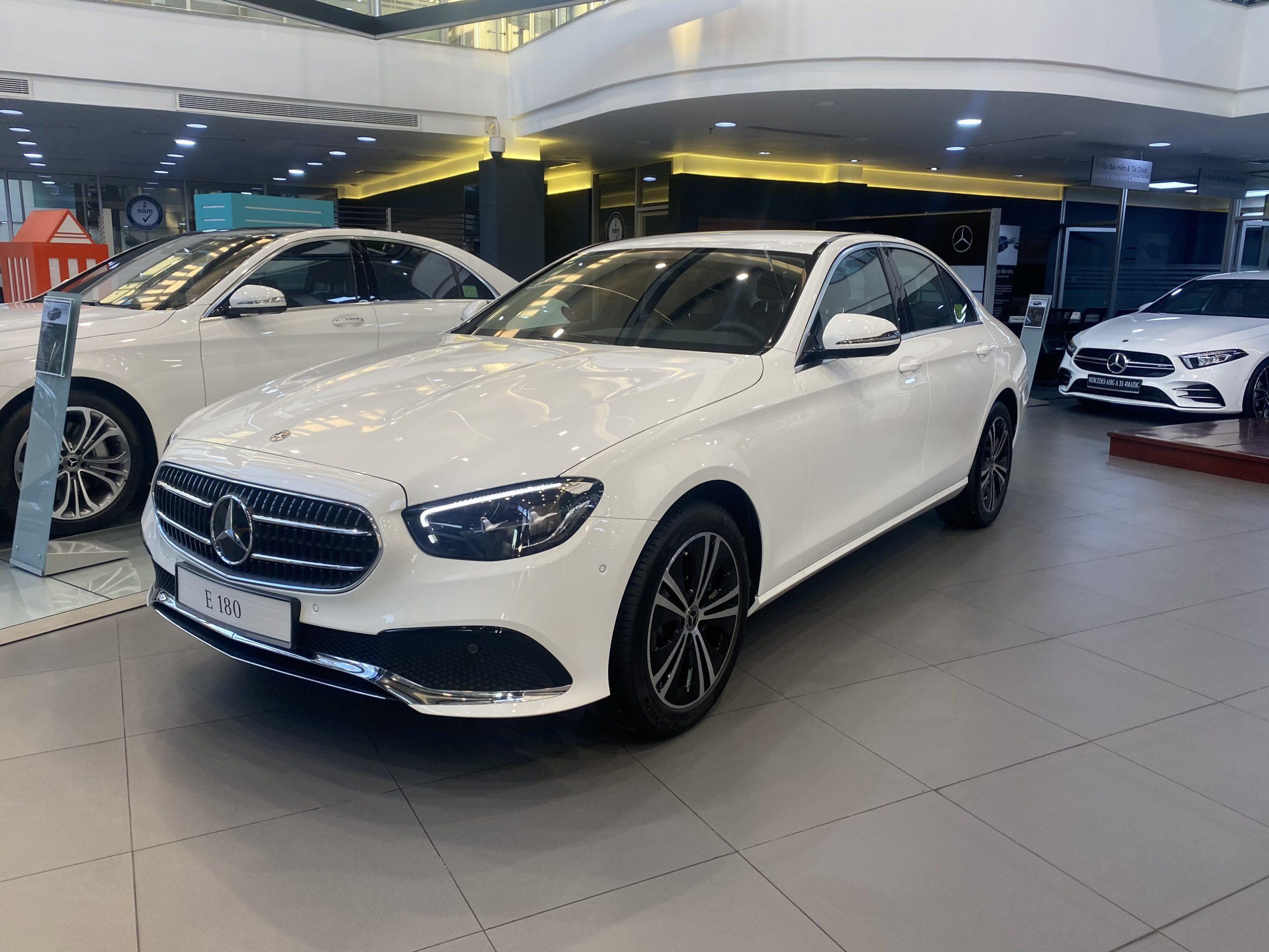 Mercedes E180 với kích thước 4930 x 1870 x1460